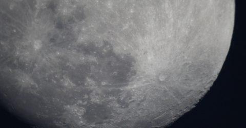 Mond am 19.04.2016